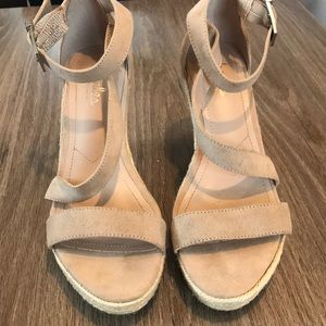 Charles David tan wedge heels 💕